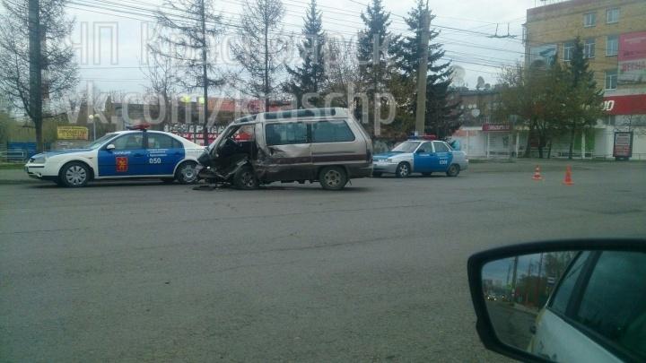 Водитель без прав убегал от полицейских и попал в аварию. Пострадала девушка