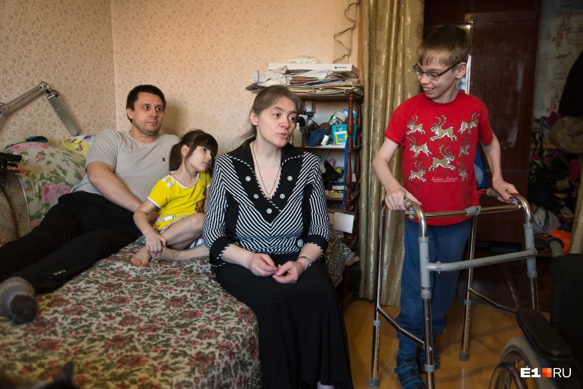 В семье Игорь встал на ноги