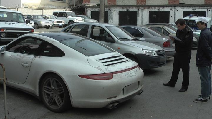 Приставы за долги забрали Porsche у екатеринбуржца, который врал, что авто в угоне