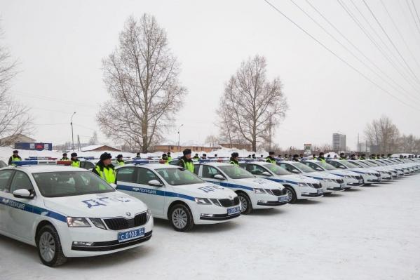 Новые автомобили вручили автоинспекторам на торжественном мероприятии