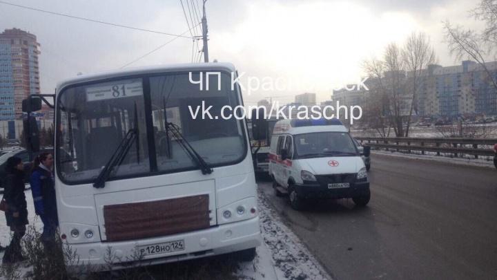 При гонке двух автобусов по Авиаторов пострадали пассажиры