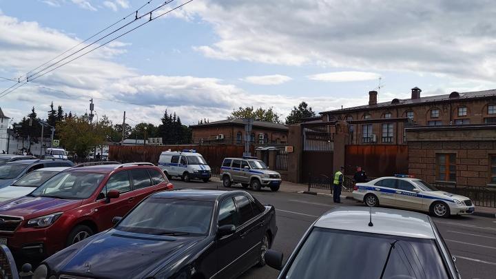Полиция окружила Центробанк в Ярославле. Почему вам не стоит об этом беспокоиться
