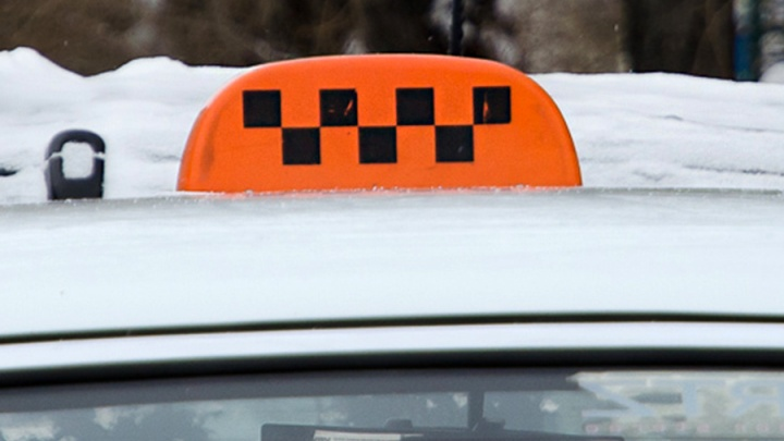 Пассажирка такси получила условный срок за покусанного полицейского