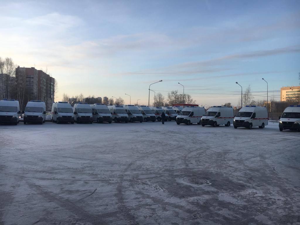 Свердловским медикам вручили ключи от новых машин скорой помощи
