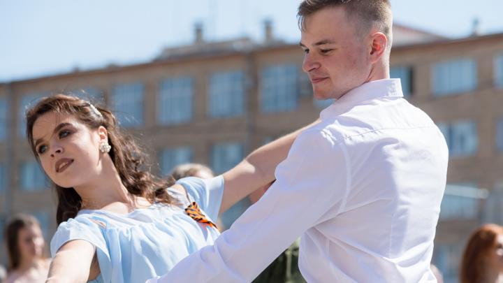 Челябинские студенты устроили танцевальный флешмоб под звуки оркестра Росгвардии