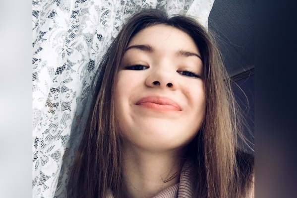 Сейчас 16-летняя Настя лежит в реанимации. За школьницу очень сильно переживают её родственники и друзья