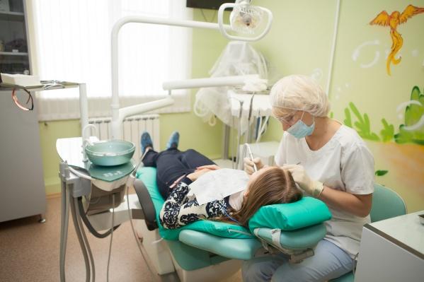 Регулярная проверка у специалиста поможет сохранить здоровую красивую улыбку
