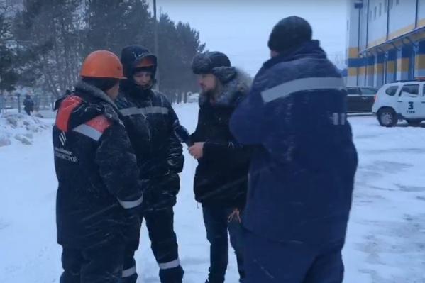 Утром 28 декабря работники отказались выходить на работу и потребовали выплатить зарплату. Очевидцем забастовки стал корреспондент 72.RU