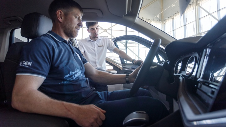 «Звезды» немецкого автопрома: взгляд изнутри на один из самых популярных автосалонов города-героя