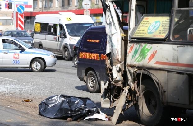«Подключился МИД»: в аварии с автокраном и маршрутками в Челябинске погиб иностранец