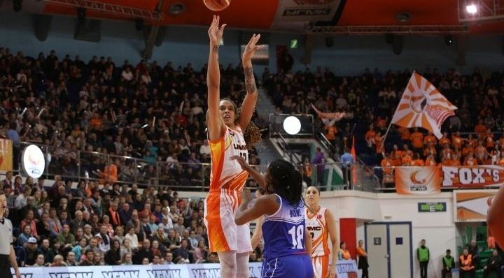 Баскетболистки УГМК с разгромным счетом победили француженок в матче Евролиги