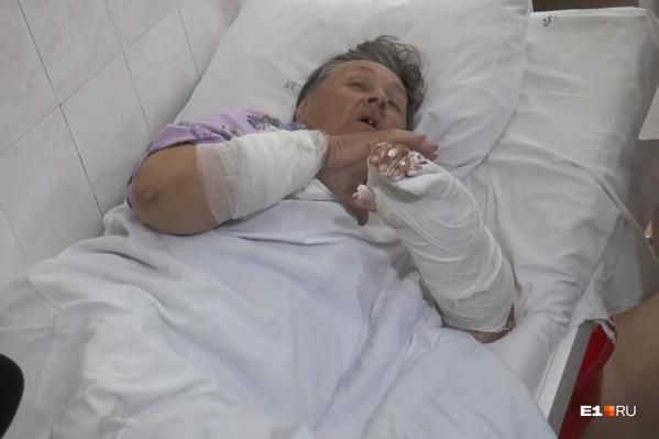 Женщину доставили в больницу в тяжелом состоянии