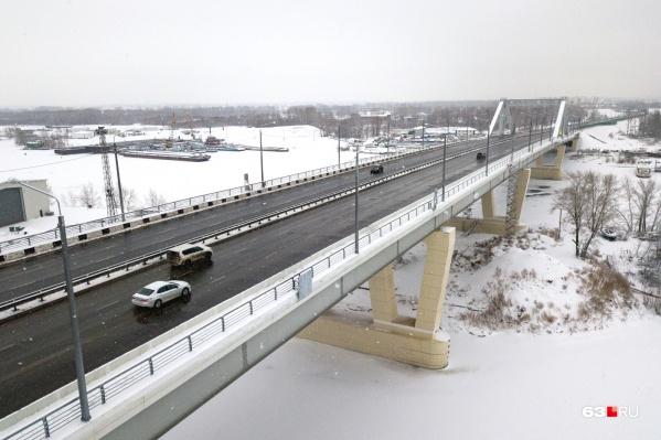 Автомобильное движение по мосту запустили 31 декабря 2019 года