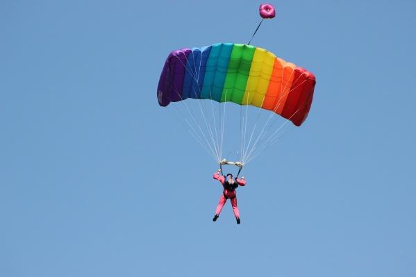 Прыгнуть с парашютом Наталья должна была до 8 октября 2017 года, но сделать это ей так и не удалось