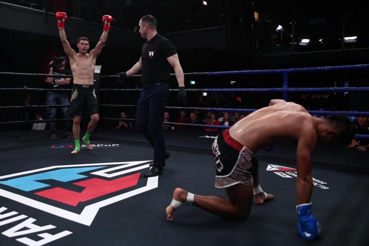 Екатеринбург принял международный турнир по кикбоксингу: рассматриваем самые зрелищные снимки боёв