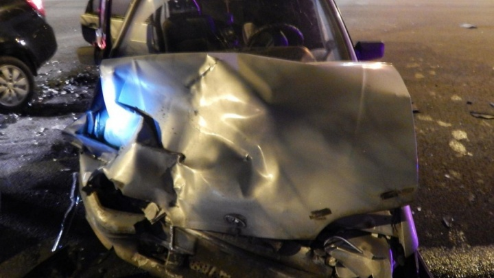В Уфе пьяный водитель врезался в легковушку: пострадали двое