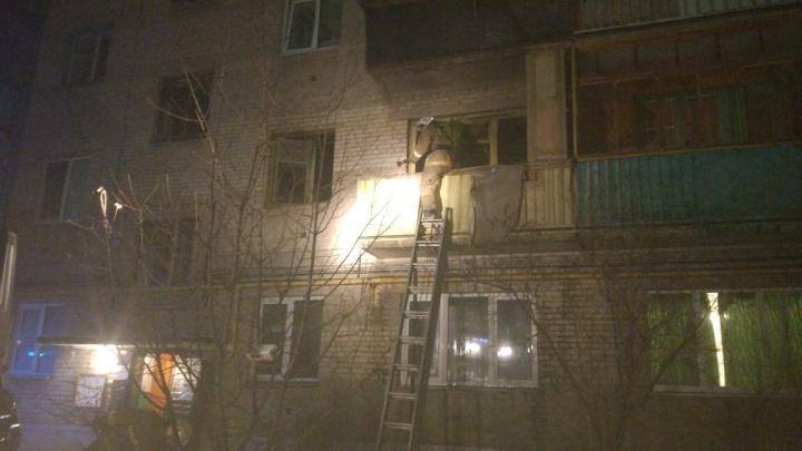 При пожаре в многоэтажке угарным газом отравилась 84-летняя бабушка