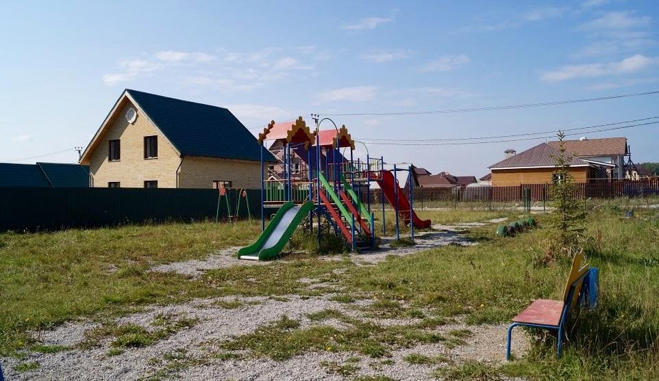 Детская площадка в коттеджном поселке «Чистые Росы»