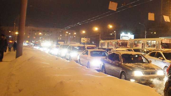 На пути с Затулинки на площади Кирова и перекрёстке Сибиряков-Гвардейцев случились две аварии