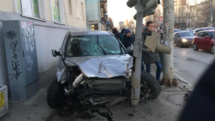Пешеходы, пострадавшие от наезда бешеной Honda на Фурманова, остаются в тяжелом состоянии