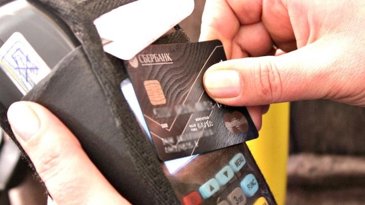 Мелочь не надо: в трамваях и троллейбусах начнут принимать банковские карты