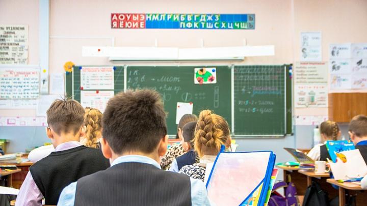 Самарских школьников научат любить Родину и считать деньги