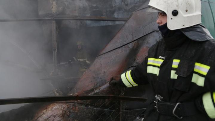 В Башкирии пожарные вывели из горящего дома 11 детей