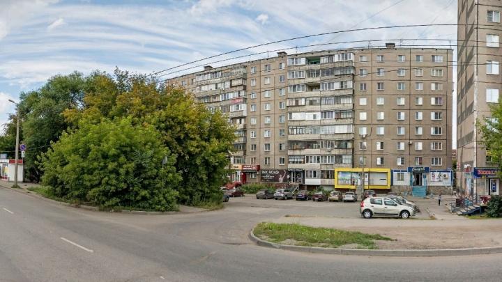 «Взялся за бензопилу, чтобы напугать»: в Челябинске сторож детсада ранил пьяного мужчину