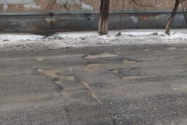 После первого потепления асфальт в Волгограде вновь дрогнул