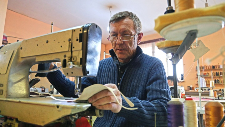 Из сварщиков — в обувщики: житель Уфы стал создавать дизайнерскую обувь
