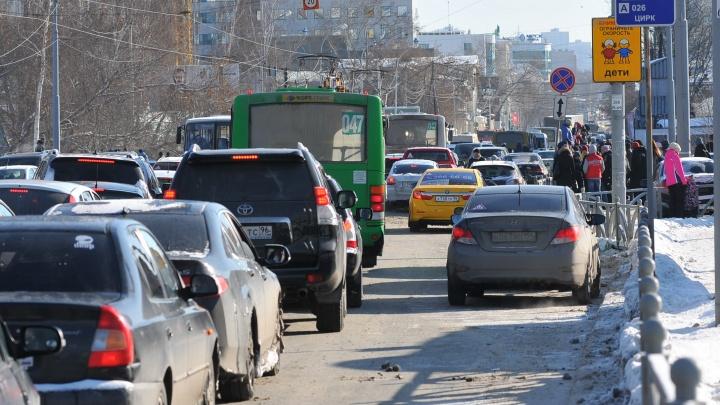 Из-за сноса телебашни центр Екатеринбурга застыл в длинных пробках