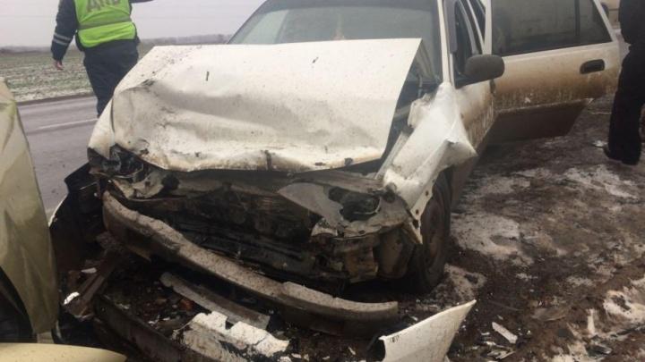 На трассе в Башкирии лоб в лоб столкнулись две легковушки