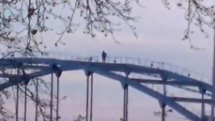 Уфимский руфер «покорил» мост через реку Белую