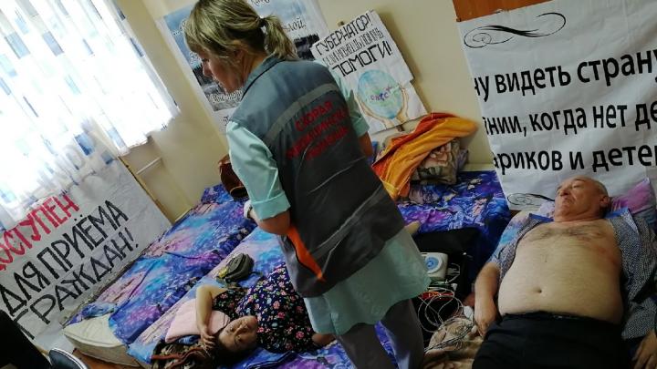 Двум активистам в санатории «Рассвет» стало плохо через 40 минут после начала голодовки