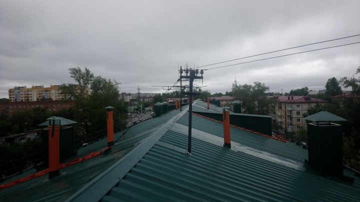 С крыши четырёхэтажки на Химиков упал 20-летний кровельщик
