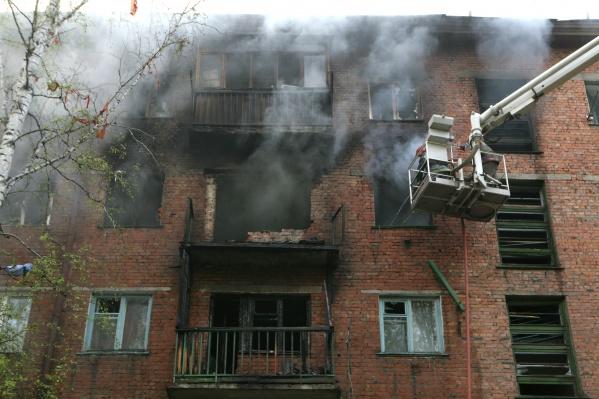 Архивное фото: пожар после взрыва газа на Маркса в мае 2011 года