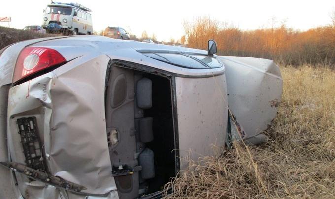 Не мог выбраться из машины: в Ярославской области водитель вылетел с дороги