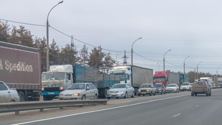Рабочие ликвидировали потоп на трассе М-5 «Урал» в Самарской области