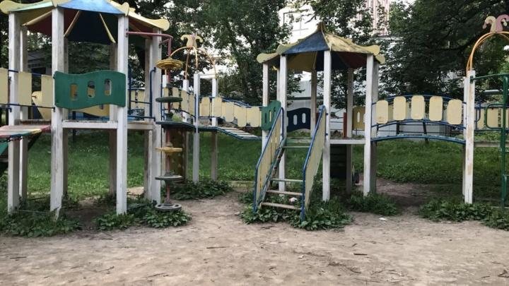 «Погибает детская площадка» в центре Нижнего Новгорода, отремонтированная год назад