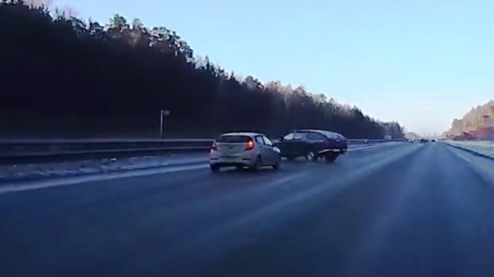 Дорожное видео недели: танцующийMitsubishi на Серовском тракте и множество ДТП из-за снегопада