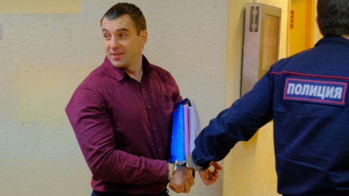 Депутат Кузьмин обвинил свою знакомую в колдовстве. Так он пытается доказать, что нападение было
