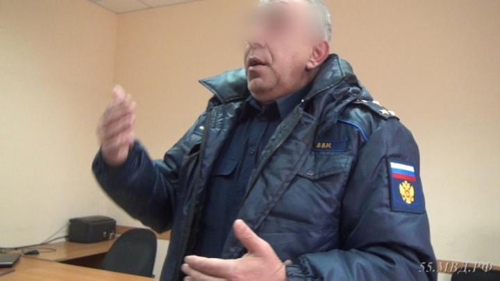 Омич ходил с пистолетом и выдавал себя за полковника несуществующей организации