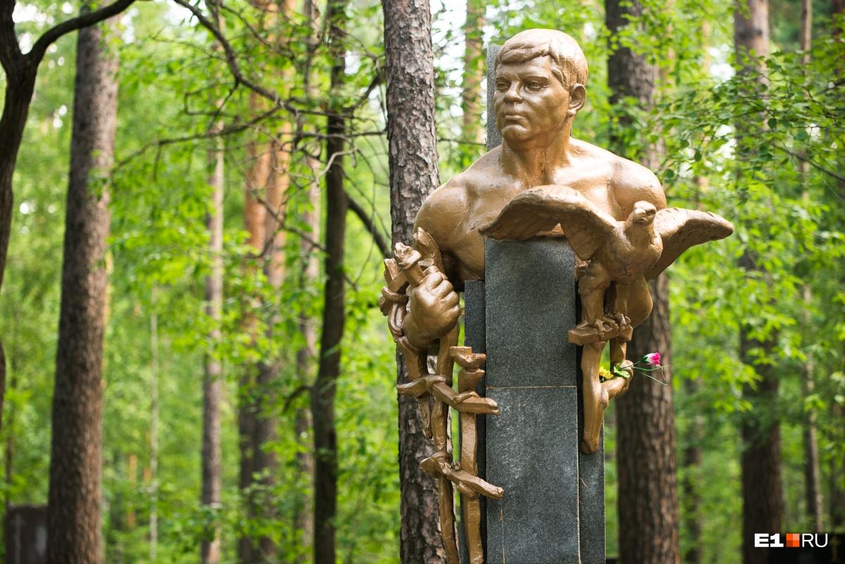 Владимир Колупайло по прозвищу Северенок — коронованный вор в законе. Он умер от передозировки наркотиков