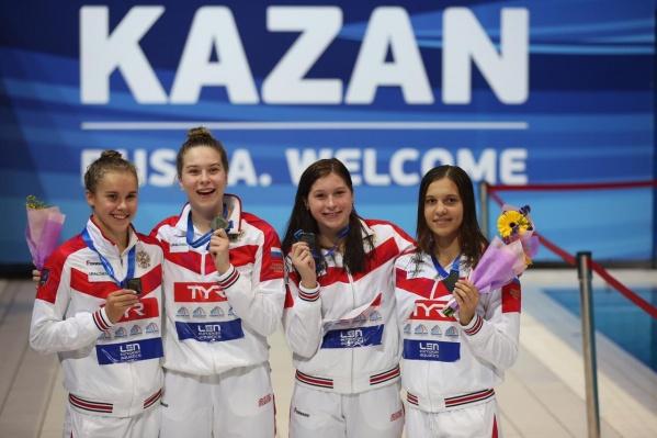 Екатерина Никонова (на фото— крайняя слева) стала лучшей на соревнованиях
