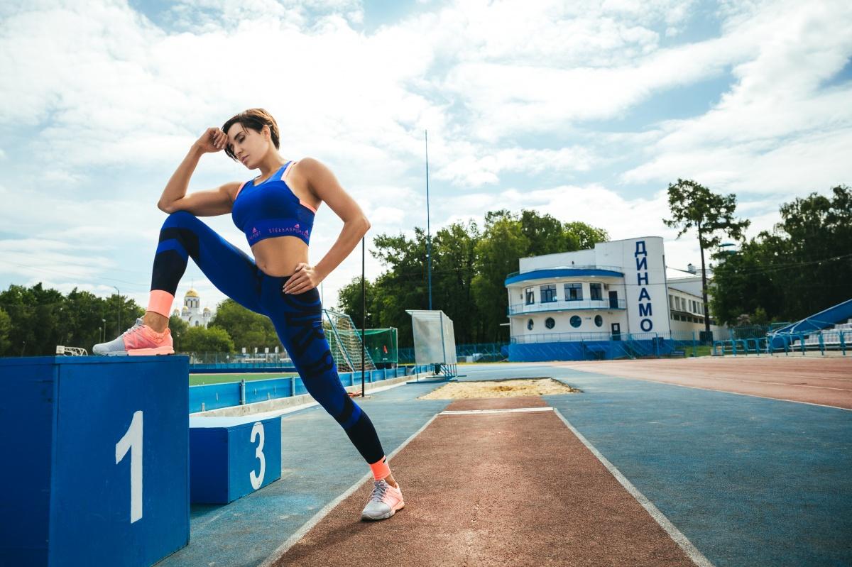 Девушка уверена, что бег — это путь к отличной фигуре