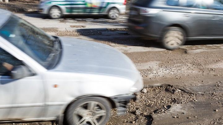 На дороги Волгограда вымыло всю грязь и щебенку