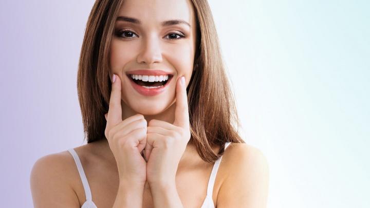Белоснежная улыбка навсегда: что такое виниры и как их носить