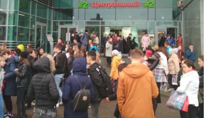 В Уфе из-за ложных звонков о бомбе эвакуировали 15 тысяч человек