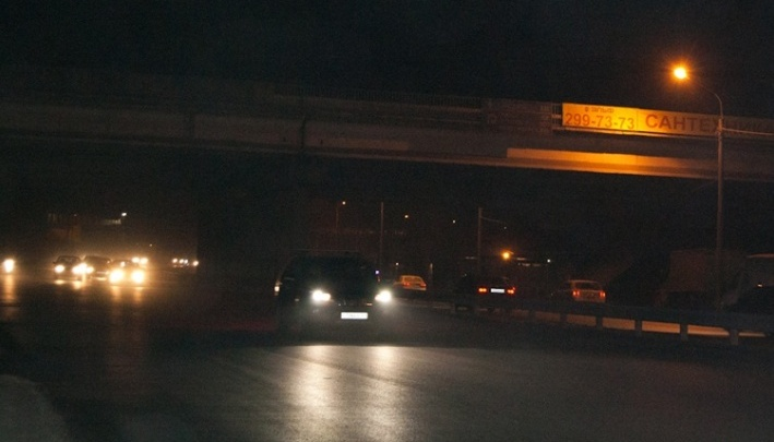 Администрацию отчитали за сломанные фонари и темень на улицах правобережья