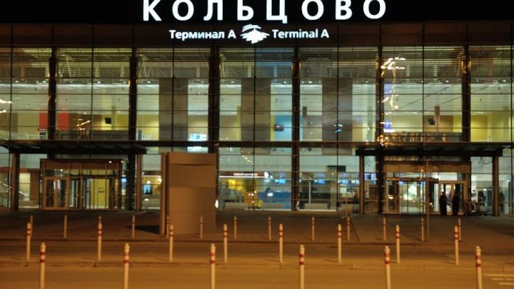 Пассажира самолета, летевшего из Москвы в Екатеринбург, оштрафовали за курение на борту